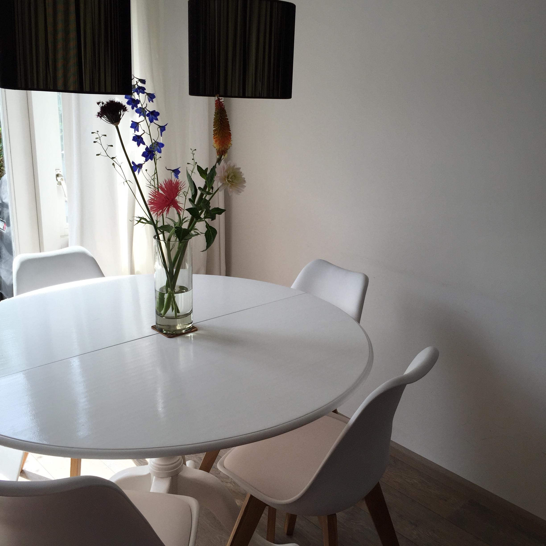 Witte Ronde Hoogglans Eettafel.Diy Een Oude Tafel Opknappen La Meme Chose